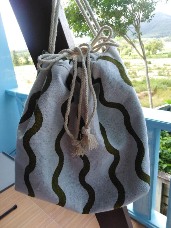 Green waves drawstring handbag